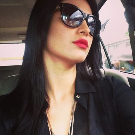 shruti-haasan-s-unseen-candid-selfie-pics_1424082715190